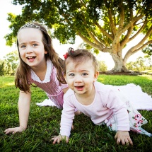 candid-family-portrait-photography-brisbane-fun-family-photography-brisbane-best-kids-photographers-brisbane-sarah-streets-studios