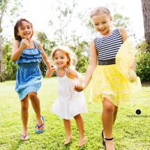 candid-kids-photography-brisbane-candid-family-photography-brisbane-skipping-girls