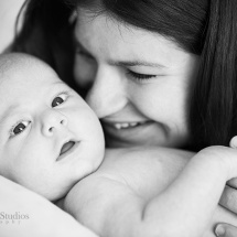newborn-photography-brisbane-newborn-photographer-brisbane-sarah-streets-studios-gorgeous-baby-with-mummy-family-photography-brisbane